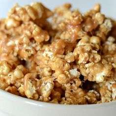The yummiest Chewy Caramel Popcorn recipe. Super easy to make, gooey, buttery and absolutely divine. Popcorn Recipes, Candy Recipes, Sweet Recipes, Holiday Recipes, Popcorn Toppings, Flavored Popcorn, Gourmet Popcorn, Appetizer Recipes, Snack Recipes