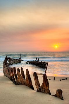 Shipwreck on Dickie Beach in Queensland, Australia. Photo by Frank Moroni Beautiful Sunset, Beautiful World, Beautiful Places, Foto Picture, Nice Picture, Foto Poster, Abandoned Ships, Shipwreck, Beach Scenes