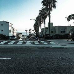 산타모니카의 오션 애비뉴를 달리면서 한 컷 찍어봅니다. 로스앤젤레스 하면 가장 쉽게 떠올릴 수 있는 길풍경이 아닐까 싶어요.