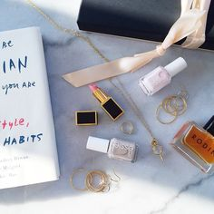 Jewelry ✔️ Beauty products ✔️ Books ✔️ #GiftsForMom #MothersDay
