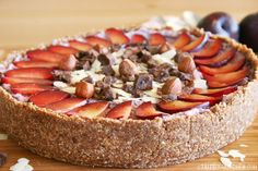 Sweet is good. But sweet + tangy makes perfect raw cheesecake heaven. I've tried all sorts of raw cheesecake recipes, from banana, orange, lemon and strawberry, to other types of berries, pea…