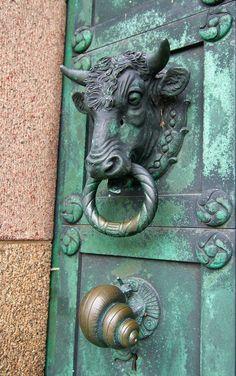 Picaportes de puertas Tattoos And Body Art horse tattoo designs Door Knobs And Knockers, Knobs And Handles, Door Handles, Cool Doors, Unique Doors, Arte Art Deco, Door Detail, Door Accessories, Door Furniture