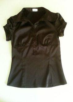 Kup mój przedmiot na #vintedpl http://www.vinted.pl/damska-odziez/bluzki-z-krotkimi-rekawami/10143429-czarna-bluzka-z-guzikamisliska