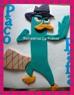 Pastel con figura en fondant de Perry el Ornitorrinco