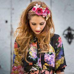 Yo y mi obsesión por los tocados de @tocadosannepoupee #disoñandobodas #disoñando #bodas #wedding #invitadas #bbc #tocados #flores #diademas #invitadaperfecta #flor #hairstyle #tendencias #style #estilo #fashion #boda #streetstyle #tiara #love #loveit #moda #inspiracion