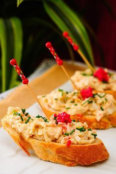 Healthy Food Alternatives, Tapas Bar, Spanish Food, Canapes, Sweet And Salty, Tostadas, Yummy Snacks, Food Inspiration, Catering