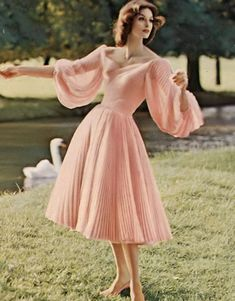 Anne St Marie 1959 Anne St Marie 1959 Source by itsquinz outfits Vintage Vogue, Vintage Fashion 1950s, Retro Fashion, 1950s Fashion Women, 1950s Fashion Dresses, Club Fashion, 1950s Dresses, Fifties Fashion, 50s Vintage