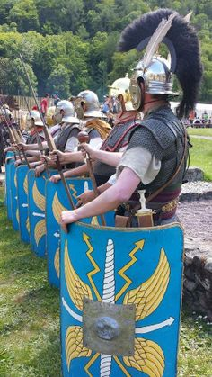 Optio and legionaries Fantasy Armor, Medieval Fantasy, Ancient Rome, Ancient History, Alter Krieger, Roman Centurion, Roman Legion, Rimini Italy, Larp Armor
