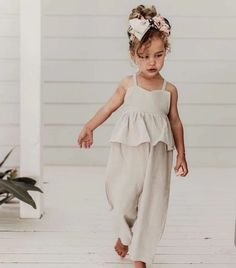 Summer Toddler Kids Baby Girl Soft Cotton And Linen Ruffle Romper Jumpsuit Bodysuit Little Girl Fashion, Fashion Kids, Toddler Fashion, Girls Summer Outfits, Dresses Kids Girl, Girl Outfits, Toddler Outfits, Moda Kids, Girl Sleeves