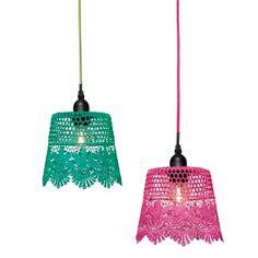 Lampenkap in roze of turquoise - te leuk! Verkrijgbaar in de winkels van Flying Tiger