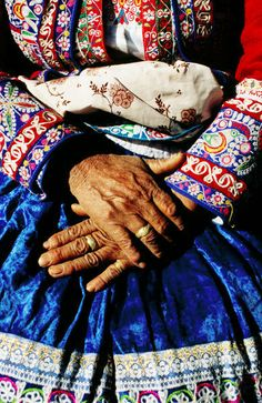 Close-up of a lady in Arequipa, Peru. By Jeffrey Becom.