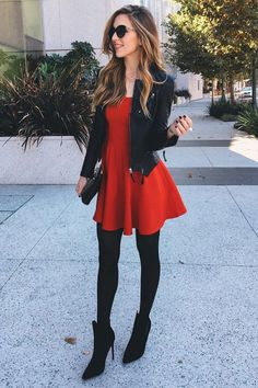 I love this outfit. Cute red dress with leather jacket. The color might be a little bold for my personal style. Stockings Outfit, Dress With Stockings, Tights Outfit, Dress With Tights, Dress Shoes, Outfit Vestido Rojo, Outfit Vestidos, Mode Rockabilly, Red Skater Dress