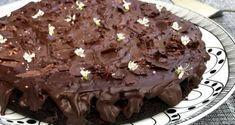 Εύκολη, γρήγορη vegan τούρτα σοκολάτας με ελαιόλαδο. Με πλούσια σοκολατένια γεύση (χωρίς αυγά & γάλα) που παραπλανεί, και με vegan γλάσο αλμυρής σοκολάτας. Vegan, Desserts, Food, Tailgate Desserts, Deserts, Essen, Postres, Meals, Dessert