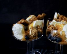 Salted caramel sauce recept Salted Caramel Sauce, Food And Drink, Pudding, Sweets, Glass, Desserts, Tailgate Desserts, Deserts, Gummi Candy