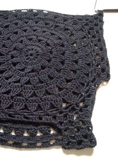 omⒶ KOPPA: Black Flower Circle T-shirt: continue crocheting around