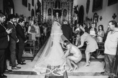 Aquel día cumplió uno de los mayores sueños de toda mujer, ir al altar vestida de novia del brazo de su padre. Boda Jesús & Fabiola www.javieromerodiaz.com - Wedding Photography