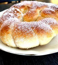 Jeg elsker gjærbakst og blir oppriktig lykkelig av det, så her kommer en ny deilig kringlefavoritt. Jeg ønsker meg så inderlig ei kringle jeg har sett på nett til å henge utenfor bakeriet mitt. Kringlene er liksom symbolet på bakeri, … Continue reading → Swedish Recipes, Sweet Recipes, Cake Recipes, Cooking Chef, Cooking Recipes, Swedish Cuisine, Bread Dough Recipe, Norwegian Food, Bulgarian Recipes