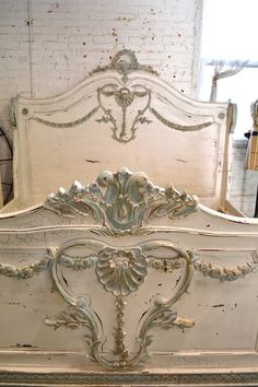 Wow what an amazing complete bed for your romantic boudoir. CAN BE PAINTED IN COLOR OF YOUR CHOICE.    FEATURES: Tons of carved romantic detail