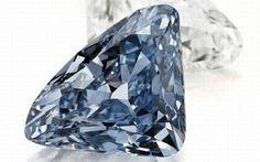 Um simples anel lapidado no diamante azul!