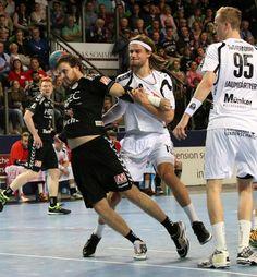 Der HC Erlangen hat auch das 16. Heimspiel der laufenden Saison erfolgreich gestalten können. Der Bundesligist besiegte am Nachmittag den TuS Ferndorf mit 27:25 (15:13) in der Arena Nürnberger Versicherung und baute seine Tabellenführung weiter aus(...) #hce #Handball #erlangen