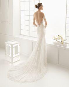 Hochzeitskleid aus schnurgebundener Spitze und Chantilly. Rosa Clará Kollektion 2016.