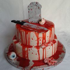 Perfect for Halloween or any horror fest, here are 14 of the scariest, freakiest, and most horrifying cakes you will want to sink your teeth into. Halloween Snacks, Scary Halloween Cakes, Scary Cakes, Halloween Torte, Pasteles Halloween, Halloween Birthday Cakes, Terrifying Halloween, Soirée Halloween, Hallowen Food