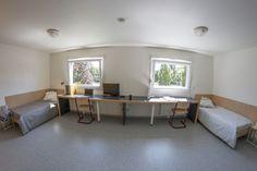 Un bureau extra large pour accueillir deux étudiants Maurice, Corner Desk, Furniture, Home Decor, Desk, Corner Table, Decoration Home, Room Decor, Home Furnishings