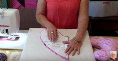 Mastectomy Patients Can Feel More Comfortable With This Easy-To-Make Pillow This quick and easy tutorial shows you how to make a pillow that helps those who've recently undergone a mastectomy feel more comfortable. Sewing Hacks, Sewing Tutorials, Sewing Crafts, Sewing Projects, Sewing Patterns, Sewing Ideas, Gifts For Cancer Patients, Pillow Tutorial, Breast Cancer Support