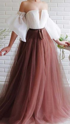 prom dress, prom dress trends prom dress ideas , prom dresses, evening dresses, prom dress ideas 2020 unique prom dresses Source by celinafrench Dresses night Stunning Prom Dresses, Unique Formal Dresses, Elegant Dresses, Pretty Dresses, Vintage Dresses, Beautiful Dresses, Vintage Hats, Diy Dress, Dress Ideas