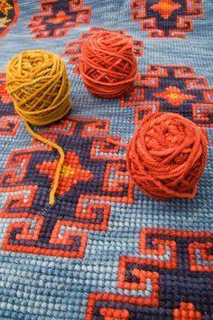 Motifs Bargello, Bargello Patterns, Mosaic Patterns, Embroidery Stitches, Embroidery Patterns, Hand Embroidery, Cross Stitch Designs, Cross Stitch Patterns, Cross Stitch Pillow