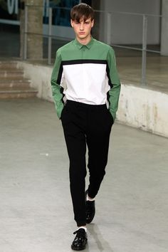 Carven Spring 2015 Menswear Fashion Show Collection Fashion Moda, Look Fashion, Trendy Fashion, Runway Fashion, Fashion Show, Fashion Design, Fashion Trends, Paris Fashion, Unisex Fashion