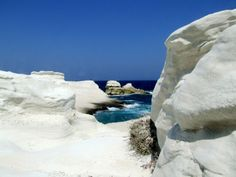 When nature has imagination, creates such great scenes as it is the Sarakiniko beach, to Milos island