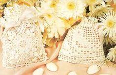 Risultati immagini per bomboniere all'uncinetto matrimonio