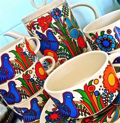 I love the simple lines and bold colours in vintage crockery like this: Villeroy & Boch, Acapulco tea set (1977).