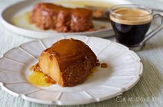 A delicious and easy Dulce de Leche Flan to share with family and friends Chilean Desserts, Chilean Recipes, Chilean Food, Fun Desserts, Delicious Desserts, A Food, Food And Drink, Flan Recipe, World Recipes