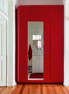 Home tour: uma casa coloridissima e com algo mais
