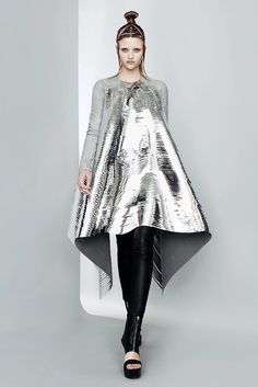 See the complete Gareth Pugh Spring 2011 Ready-to-Wear collection.