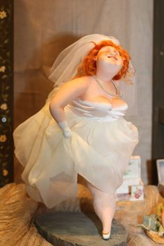 This is a wedding cake! I must say this is probably the best figural cake I've ever seen ( )This is a wedding cake! I must say this is probably the best figural cake I've ever seen ( ) Big And Beautiful, Beautiful Cakes, Beautiful Dolls, Amazing Cakes, Clay Dolls, Art Dolls, Art Beauté, Plus Size Art, Fat Women