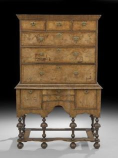 Good William and Mary Inlaid-and Banded Circassion Walnut High Chest, early 18th century,