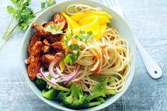 Een blijvertje op je weekmenu met zoete mango, snijbonen, broccoli en malse kip - Recept - Allerhande
