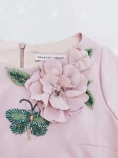 Wonderful Ribbon Embroidery Flowers by Hand Ideas. Enchanting Ribbon Embroidery Flowers by Hand Ideas. Hand Embroidery Stitches, Silk Ribbon Embroidery, Hand Embroidery Designs, Floral Embroidery, Embroidery Patterns, Sewing Patterns, Hand Embroidery Dress, Couture Embellishment, Couture Embroidery