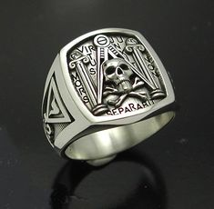 Masonic Skull and Pillar Ring Sterling https://www.etsy.com/it/listing/107116274/massonica-skull-e-pilastro-anello