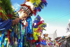 Poderão participar grupos interessados em fazer parte do desfile competitivo do Carnaval de 2014, que receberão prêmios que totalizam R$ 730.500,00 se selecionados.