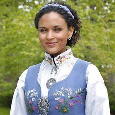 oslobunad - Google-søk Folk Fashion, Ethnic Fashion, Modern Traditional, Traditional Outfits, Fashion Terms, My Roots, Folk Costume, My Heritage, Oslo