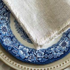 DIY No Sew Linen Napkins. Budget friendly way to make soft and fluffy cloth napkins with NO SEWING!