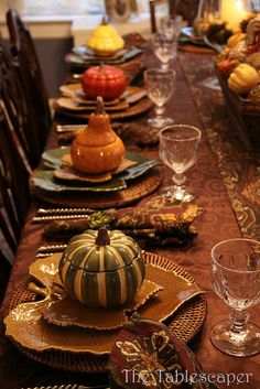 SIMPLE FALL TABLE DECOR.                                                                                                                                                     More