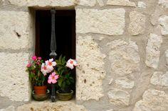 Bloemen in de Plus beaux village Pujols Windows, Balconies, World, Gates, France, Doors, Beautiful, Verandas, Balcony