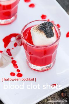 BLOD CLOT This red Halloween drink may be scary to look at, but with a shot Whiskey, it goes down easy. Our Blood Clot Shots will be a perfect match for your Halloween party, giving it the ultimate Halloween drink to try this year! Halloween Shots, Halloween Cocktails, Halloween Party, Fun Cocktails, Family Halloween, Easy Halloween, Halloween Decorations, Vegan Pizza Recipe, Pizza Recipes