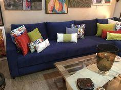 Canapé – canapé bleu – salon moderne – coussins – Dar Khamia Living Room Designs, Living Room Decor, New Homes, Couch, Decorating, Furniture, Beauty, Ideas, Dresses