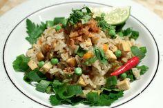 Gebratener Reis ist ein Klassiker der asiatischen Küche. In dieser veganen, kambodschanischen Version schmeckt er besonders gut.